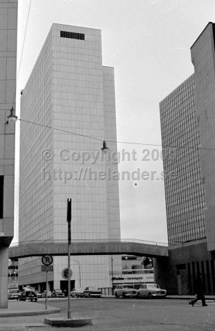 The new Stockholm city. One of the new sky scrapers at Hötorget is reaching for the sky. (1966)