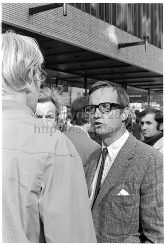 Election debate on the street, Drottninggatan, Stockholm. (1970)