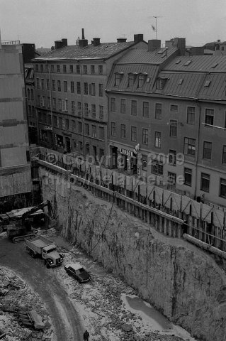 Construction site on Drottninggatan 53, today a shopping center. The London porno cinema on Bryggargatan 2 at right. (January 1977)