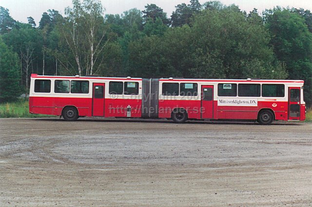 SL-bus nr 6441 on line 805 at the turnaround at Tyresö slott, Stockholm. (1987)