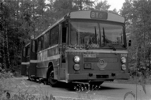 SL bus nr 5198 at the turnaround in Tyresö brevik. (1987)